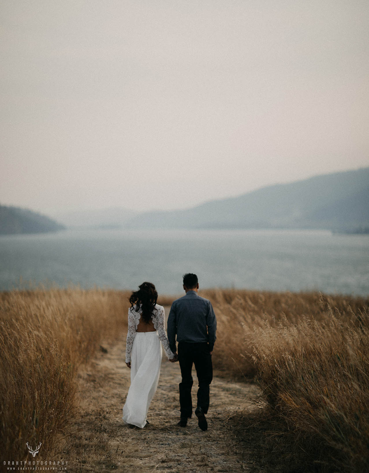 The Grass and the Mountain Engagement - Draht Photography